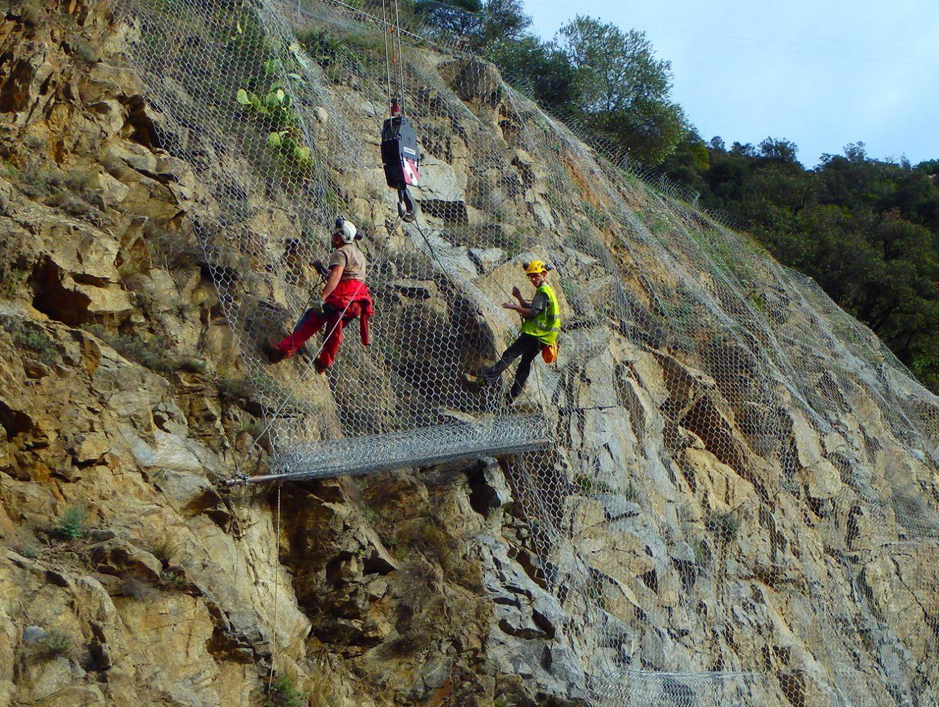 photo-2 ozone photo1travaux-difficiles-acces travaux-contre-protection-risques-naturels travaux-acces-difficiles protection-chutes-pierres